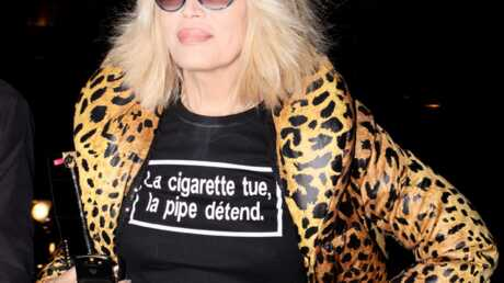 LOOK Amanda Lear fait la promo de la pipe