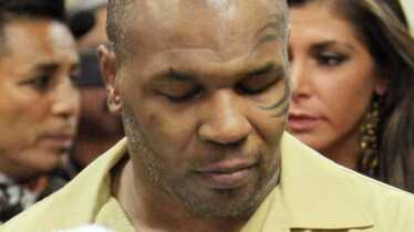 Tyson effondré, Carla Bruni dénudée