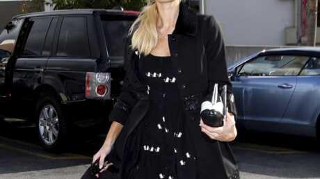 Paris Hilton habillée classe