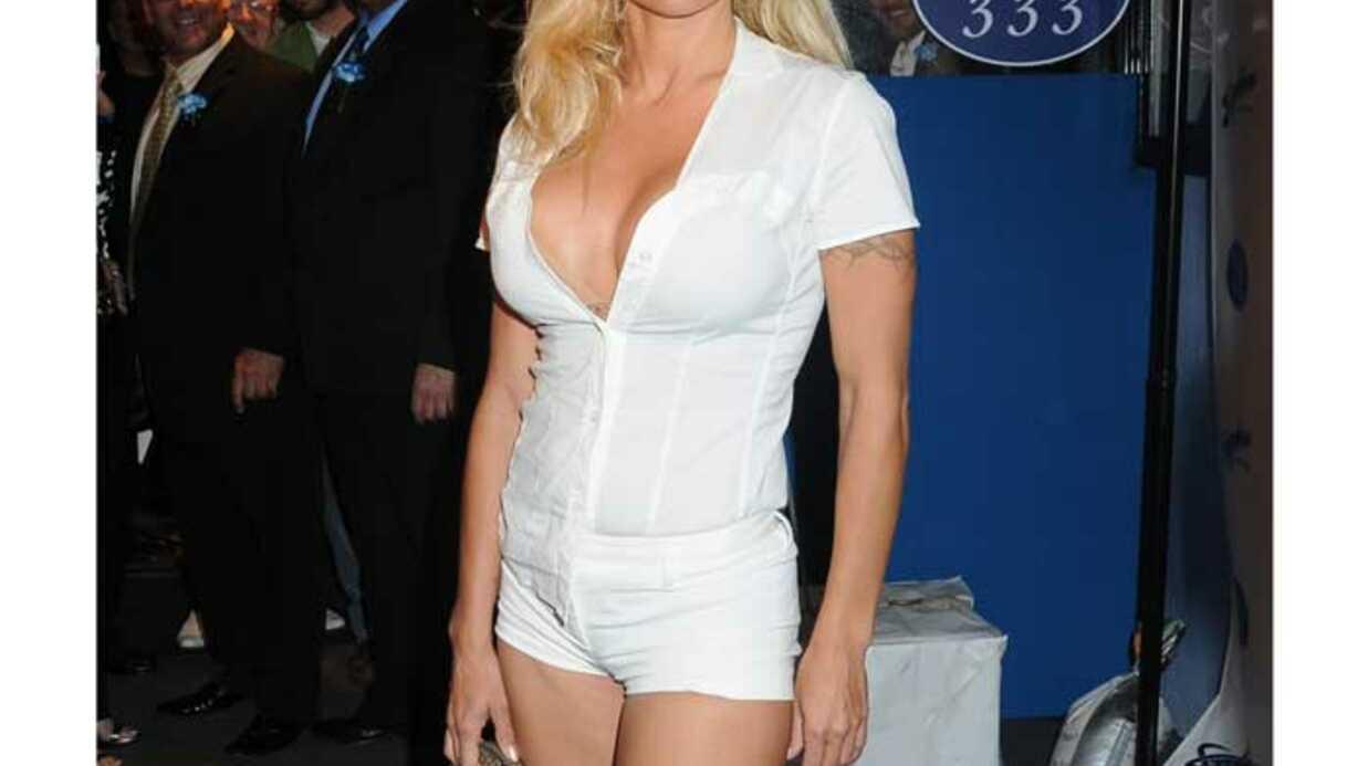 LOOK Pamela Anderson, torride en mini short