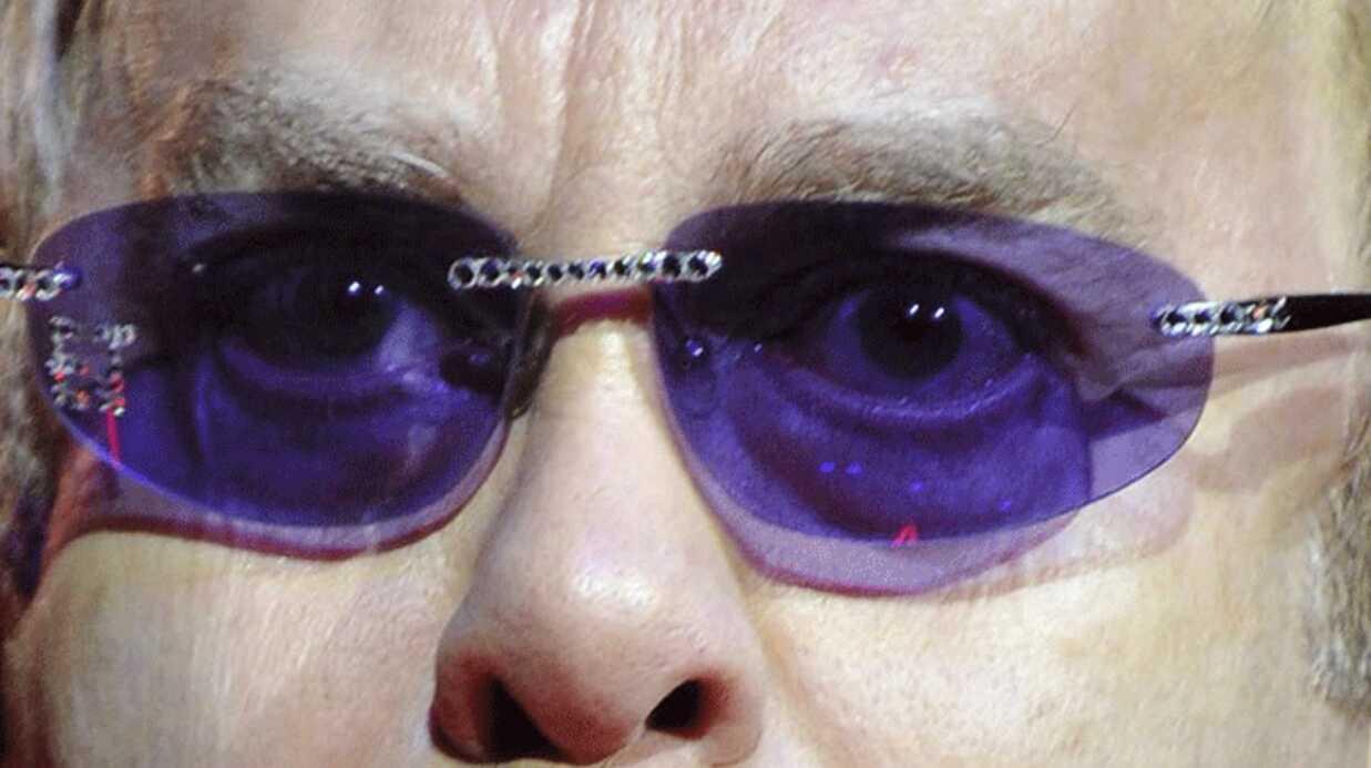 Elton John: toujours malade de la grippe