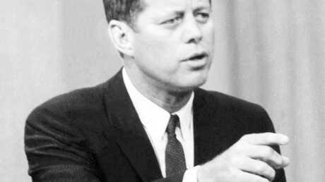 La photo de JFK entouré de femmes nues est bidon