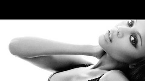 Zoe Saldana ultra sexy en lingerie fine pour Calvin Klein