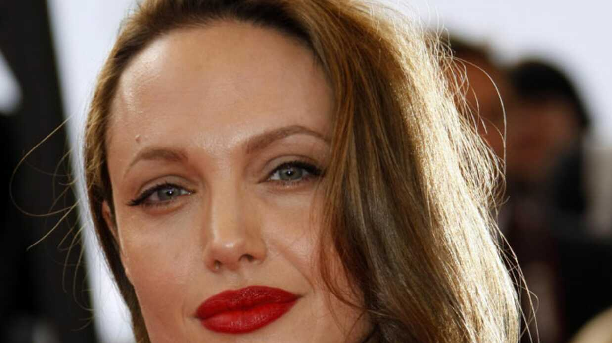 Angelina Jolie achète 200 poupées pour un orphelinat