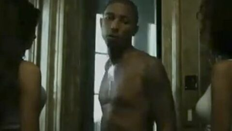 VIDEO Pharrell Williams : son strip-tease ultra sexy