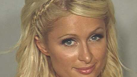 Paris Hilton immortalisée par la police après son arrestation