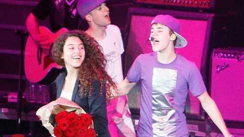 VIDEO Justin Bieber: une fan monte sur scène