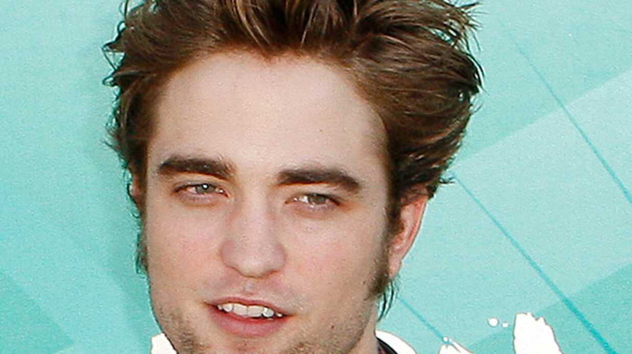 Robert Pattinson s'affiche sur les petites culottes