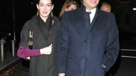 Anne Hathaway Son mec arrêté!