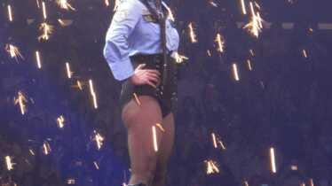 Les premières vidéos de son Circus Tour