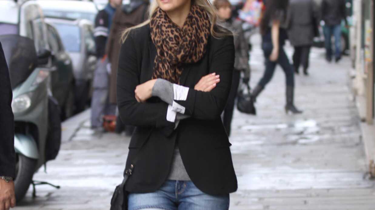 LOOK Bar Refaeli: short en jean et bottes de motard