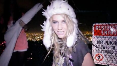 VIDEO Ke$ha a pris d'assaut l'inscription Hollywood