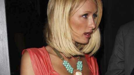 Paris Hilton obligée d'attendre devant une boîte de nuit