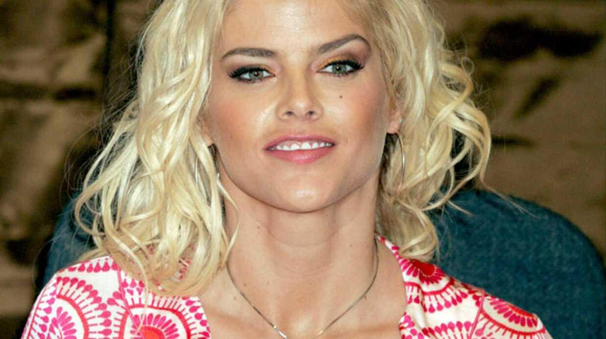 Anna Nicole Smith: une vidéo de son opération des seins