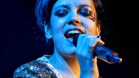 Lily Allen: Trop malade, elle annule son concert à Londres