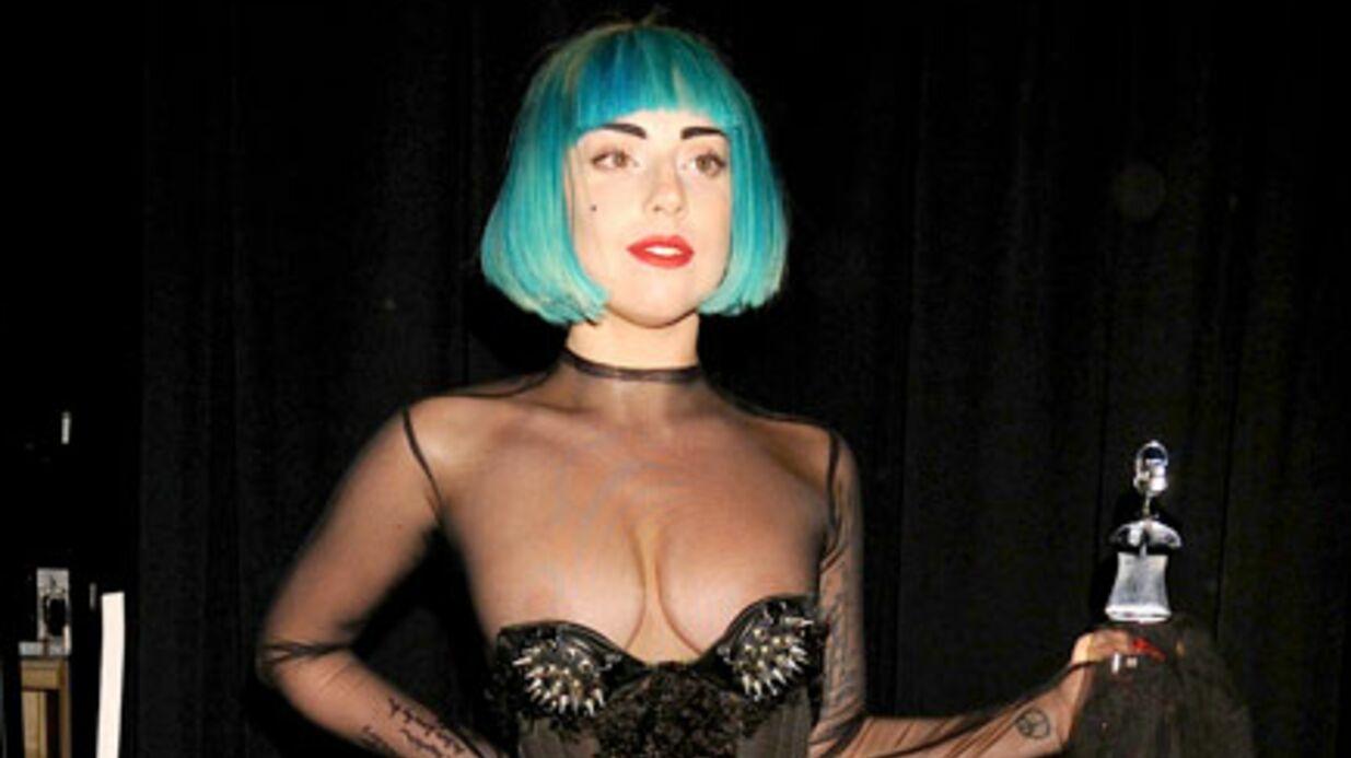 PHOTO Lady Gaga seins à l'air dans une soirée chic
