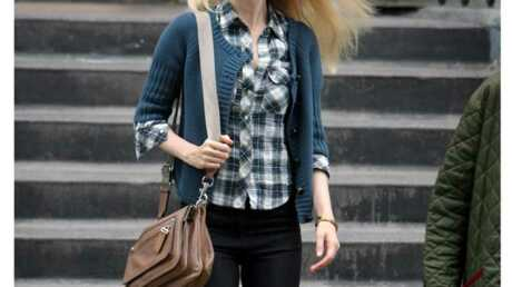 LOOK Claudia Schiffer aussi adopte le style geek