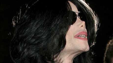Michael Jackson: un gant vendu pour 34 200 euros