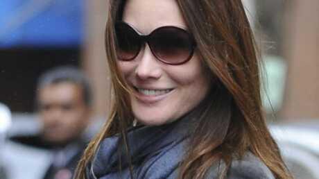 Carla Bruni: relance la polémique en voulant l'éteindre