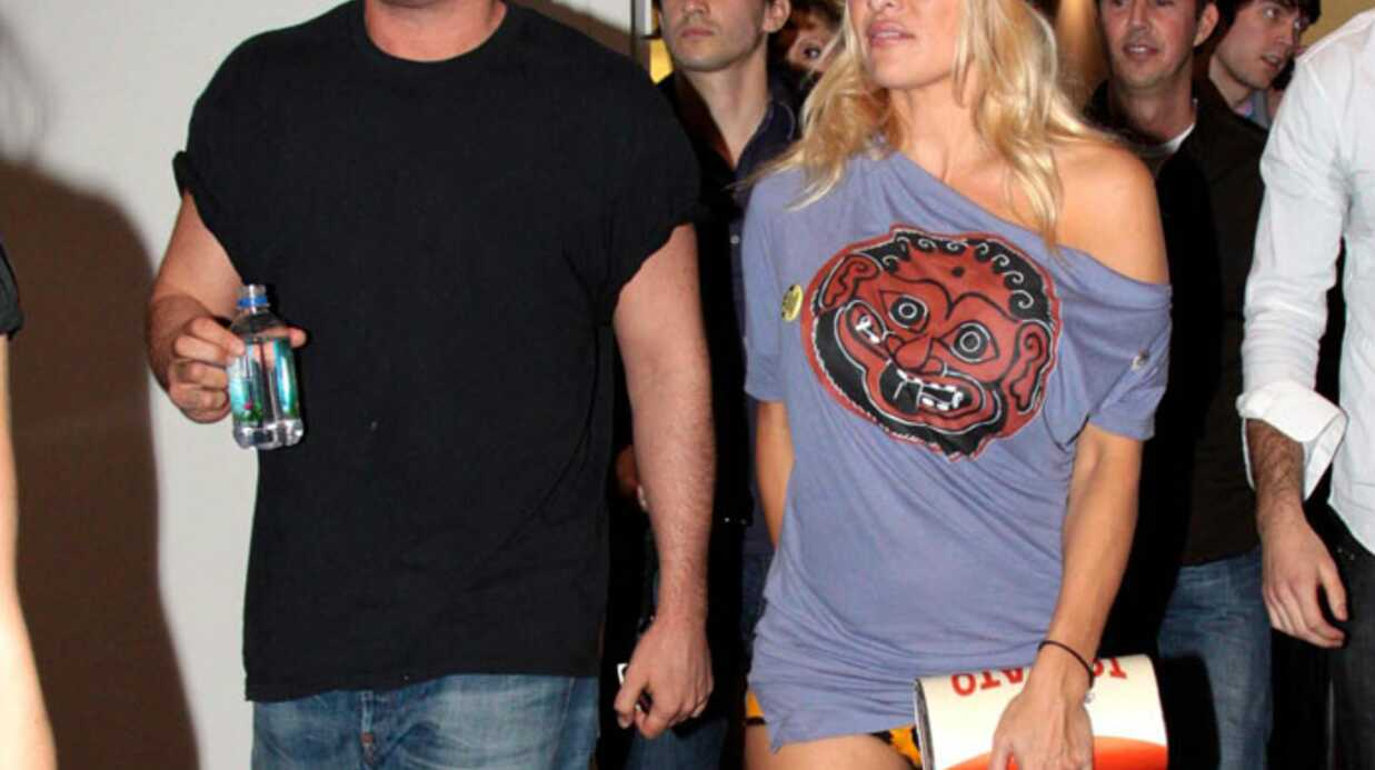 LOOK: Pamela Anderson entre sexy et trash