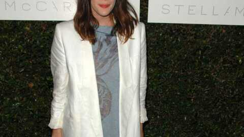 LOOK Liv Tyler en veste oversized Stella McCartney