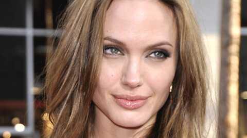 VIDEO Angelina Jolie: la scène lesbienne censurée