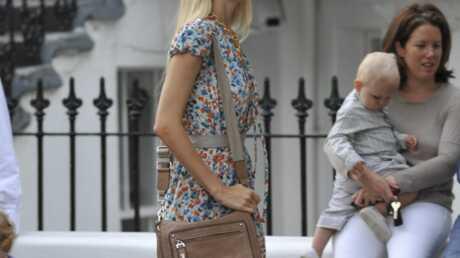 LOOK Claudia Schiffer la joue jeune fille en fleur