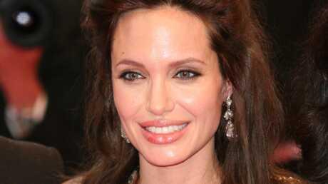 Voici A Decode Le Tatouage Mystere D Angelina Jolie Voici