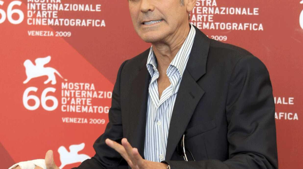 VIDEO George Clooney: un homme se met nu devant lui