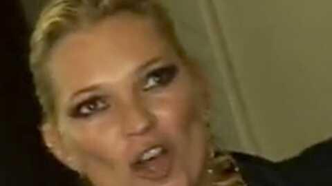 VIDEO Le caprice de Kate Moss au GQ Awards