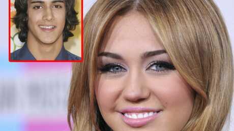 Miley Cyrus: 18 ans et un flirt avec Avan Jogia