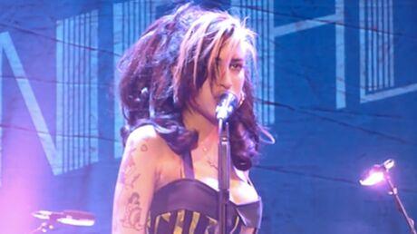 VIDEO Amy Winehouse ivre et huée sur scène