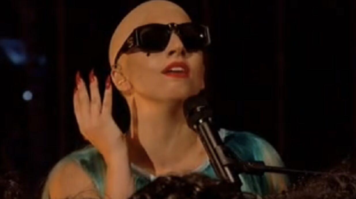 VIDEO Lady Gaga chante le crâne rasé