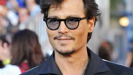 Johnny Depp: un look bizarre pour l'avant-première de Pirates des Caraïbes