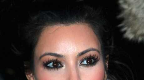 Vidéo: Kim Kardashian lance son parfum pour la Saint-Valentin