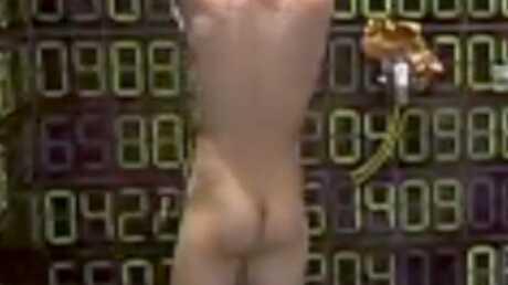 VIDEO Cindy, Jonathan et Léo nus sous la douche
