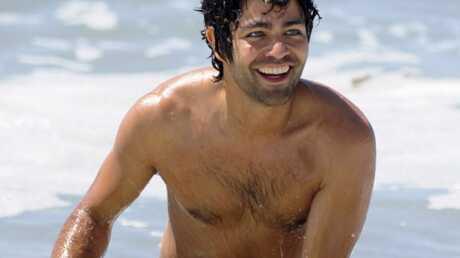 Adrian Grenier est sexy à la plage