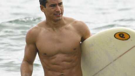 Mario Lopez sexy à la plage