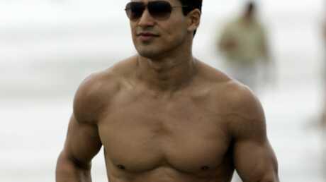 Mario Lopez Sauvé par les abdos