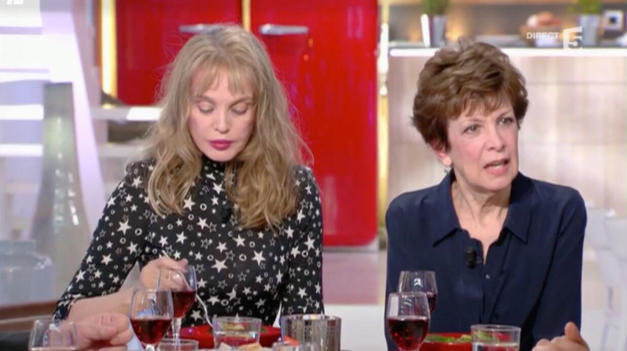 VIDEO Anne-Elisabeth Lemoine fait une bourde face à Catherine Laborde