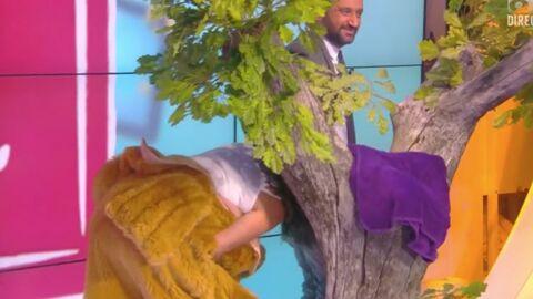 VIDEO Evelyne Thomas: survoltée, elle embrasse les fesses de Cyril Hanouna