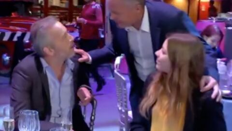 VIDEO Jean-Michel Maire rappelé à l'ordre par le père d'une jeune femme qu'il draguait