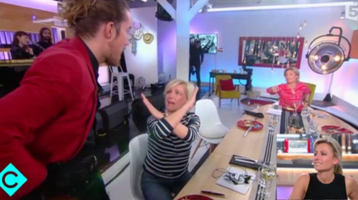 VIDEO Anne-Elisabeth Lemoine moquée pour son interview «catastrophe» avec Julien Doré
