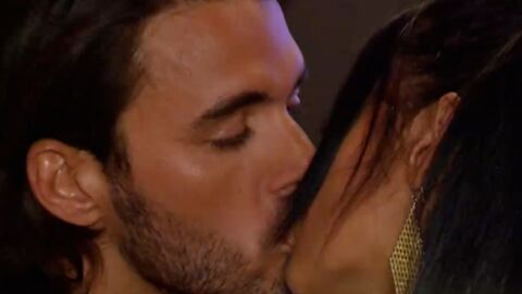 VIDEO Thomas et Nabilla des Anges de la téléréalité 5 s'embrassent