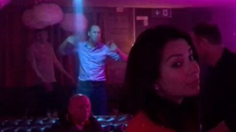 Le prince William revient avec humour sur sa danse ridicule dans un club suisse