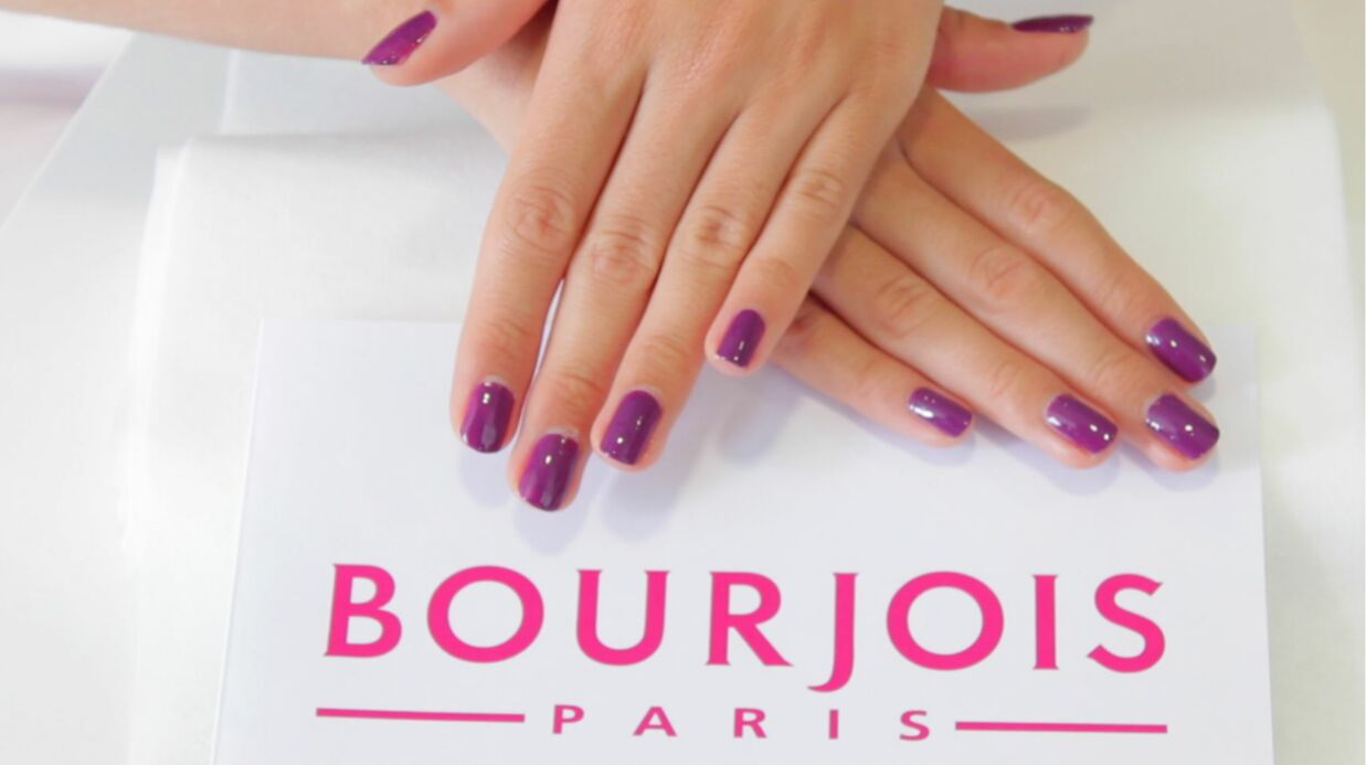 VIDEO Tuto manu­cure : optez pour la couleur raisin