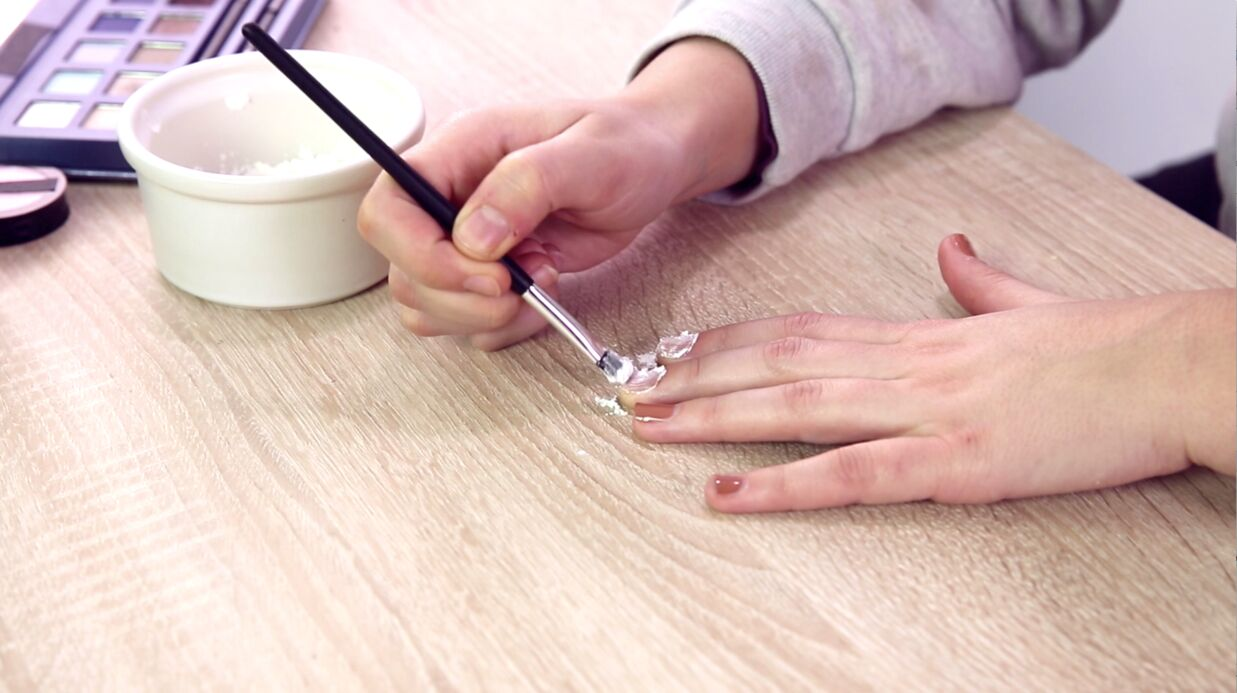 VIDEO Beauté – Do it your­self : comment mati­fier votre vernis à ongles ?
