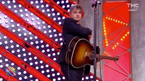 VIDEO Pete Doherty a-t-il sniffé de la drogue en direct dans Quotidien ? Twitter s'enflamme