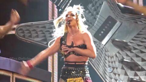 VIDEO Britney Spears perd son soutien-gorge en plein concert