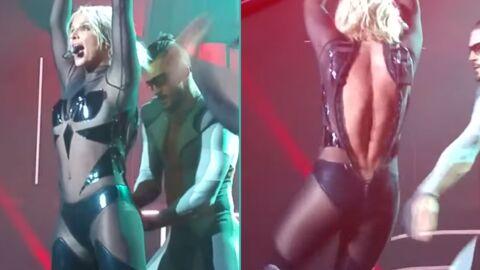 VIDEO Britney Spears victime d'un très gênant craquage de costume en plein concert!